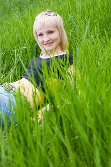 Free Look Through The Grass Royalty Free Stock Photos - 5141908