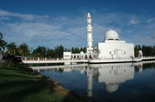 Free Floating Mosque Stock Photography - 5143762