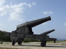Free Couple Of Big Cannons Royalty Free Stock Photos - 5146048
