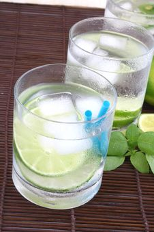 Free Ice Water With Lime Stock Image - 5148721