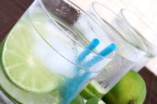 Free Ice Water With Lime Royalty Free Stock Photos - 5148798