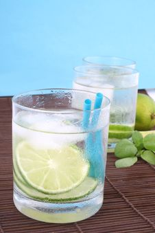 Free Ice Water With Lime Stock Photography - 5148872