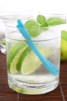 Free Ice Water With Lime Royalty Free Stock Photo - 5148965