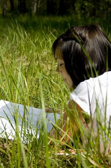 Free Pretty Young Girl Reading On The Grass Royalty Free Stock Images - 5149079