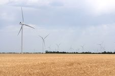 Free A Wind Farm In The Wide Spread Field Stock Photography - 51450032