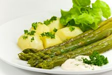 Free Green Asparagus With Potatoes And Salad Royalty Free Stock Images - 5160079