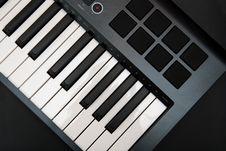 Free Professional MIDI-keyboard Stock Image - 5166181