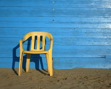 Free Yellow Chair Stock Photography - 51688542