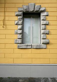 Free Window On Yellow Royalty Free Stock Photo - 5173905