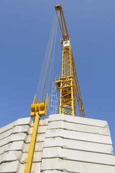 Free Building Crane With Massive Weights Royalty Free Stock Photography - 5176707