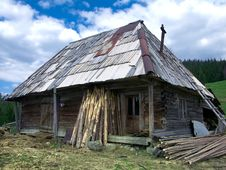 Free Shepherd Hut In Maramures Royalty Free Stock Images - 5177539