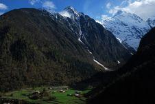 Free Village Under Snow Mountain Stock Photo - 5177910