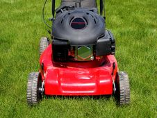 Free Lawn Mower Royalty Free Stock Photography - 5179137