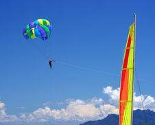 Free Sailing & Para-sailing - Beach Funs. Summer Colors Royalty Free Stock Images - 5179519