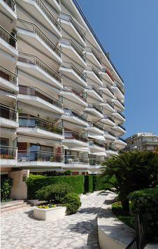 Free Modern Hotel Against Blue Sky, Cannes Stock Photography - 5180042