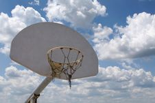 Free Basketball Hoop With A Sky Background Royalty Free Stock Photography - 5181547