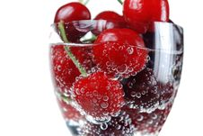 Free Sour Cherry In  Bubbles Royalty Free Stock Photography - 5182407