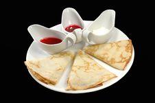 Free Pancakes With Sauce Stock Photo - 5184570