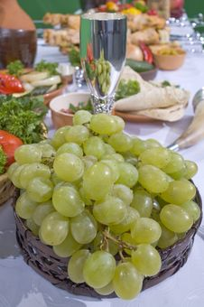 Free Green Grapes In Basket. Royalty Free Stock Image - 5184886