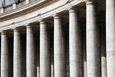 Free Columns Of The Basilica At St. Peter S Square, Roma Royalty Free Stock Photography - 5191947