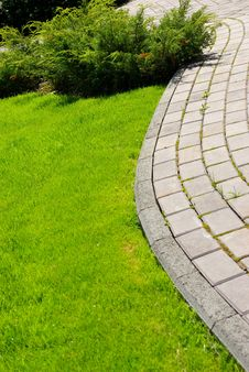 Free Garden Stone Path Royalty Free Stock Image - 5197616