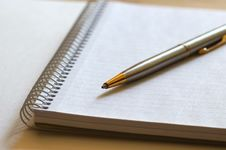Free Notebook And Pen Royalty Free Stock Photos - 520068