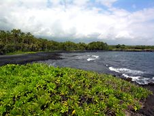 Free Black Sand Beach Royalty Free Stock Image - 520086