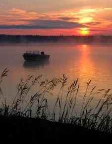 Free Misty Sunrise Stock Photography - 524992