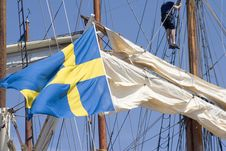 Free Sailship With Flag Royalty Free Stock Photos - 528688