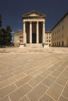 Free Temple Of Roma And Augustus Royalty Free Stock Image - 5208236