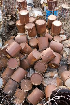 Free Rusty Paint Cans Stock Images - 5208424