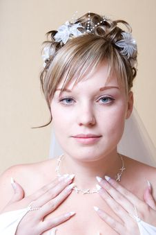 Free Necklace On The Neck Of Bride Stock Photography - 5210252