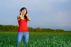 Free Young Woman With Headphones In A Wheat Field Stock Photography - 5213912