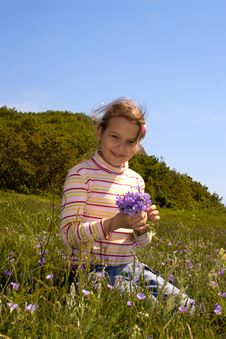Free Little Girl Collect Flowers Stock Image - 5214191