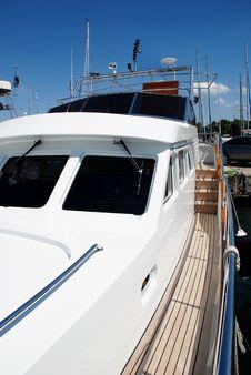 Free Luxury Boat 05 Royalty Free Stock Image - 5217306
