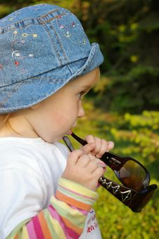 Free Little Girl And Sunglasses Stock Photo - 5219470