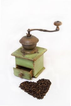 Free Old Coffee Grinder With Coffee Beans Royalty Free Stock Images - 5219479