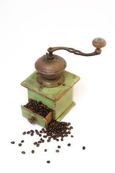 Free Old Coffee Grinder With Coffee Beans Royalty Free Stock Images - 5219489
