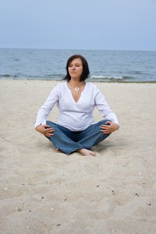 Free Pregnant On The Beach Royalty Free Stock Photos - 5225538