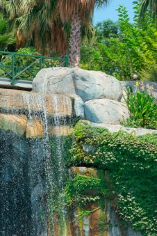 Free Waterfall In Park Royalty Free Stock Photography - 5240047