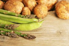 Free Veg On Old Wood Stock Photography - 5241122