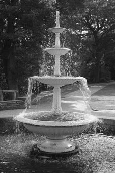 Black And White Fountain Royalty Free Stock Photo