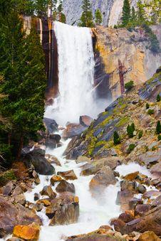 Free Waterfall In Yosemite Royalty Free Stock Image - 5244346