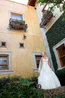 Free Courtyard Bride 2 Stock Photo - 5245360