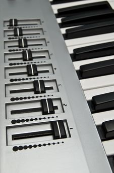 Free Volume Control On A Synthesizer Royalty Free Stock Images - 5254739