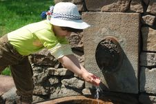 Free Child And Fresh Water Stock Image - 5255911