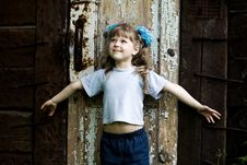 Free Girl At Door Royalty Free Stock Photography - 5255957