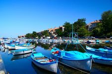 Free Boats Near Mooring Royalty Free Stock Photography - 5257067