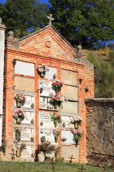 Free Old Cemetery, Umbria Stock Photo - 5262860