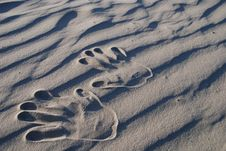 Free Hand Stamp On The Sand Royalty Free Stock Photos - 5263938